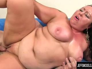 Tattooed BBW Calista Roxxx Fucks a Skinny Guy Until He Pops on Her Face
