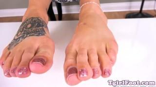 Amateur tgirl sways her tattooed feet Lingerie stockings