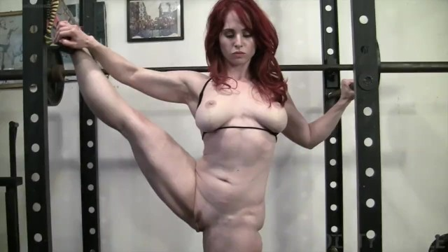 Natural naked female bodybuilders - Naked female bodybuilder loves to masturbate in the gym