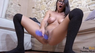 Young brunette masturbate both holes and ask you to cum when she squirt! porno