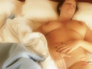 Mature masturbate on the bed