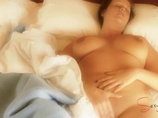 Mature masturbate on the bed