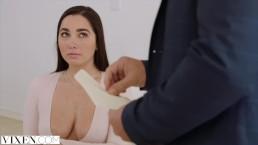 Vixen Karlee Grey fickt ihren Boss