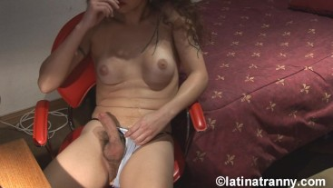 Nikki Montero webcam work and cumming OVER herself