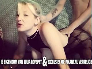 Camgirl Julia Lovepet heerlijk aan het geilen