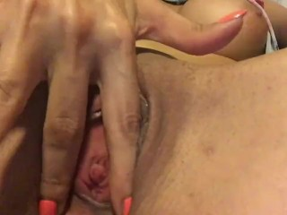 Little pussy finger quicky while mummy isn't looking