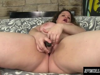 Bit Tit Plumper Desi Dae Uses Sex Toys on Her Juicy Cunt