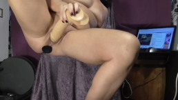 Double penetration squirting live cam