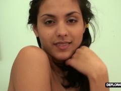 Raspuzastaya makes herself wet and masturbates