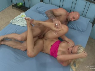 Beautiful blonde takes the cum on her feet by a very big cock