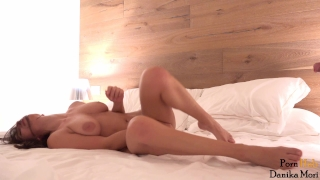 Multiorgasm college babe gets fucked deep by huge cock!She loves it! Italiana figa
