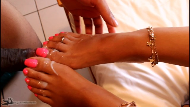 Cumshot clip - My feet and pink toes get creamed with a huge load of cum - cumshot clip