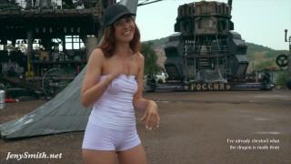 Jeny Smith穿着白色紧身衣的骆驼脚趾