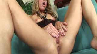 tiffany hardly mia presley using dildo