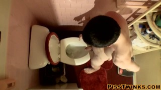 Devin Reynolds grabs his cock and unloads in the toilet Male daddy