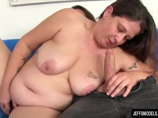 Hairy pussied plumper Kailey Raynes gets anal