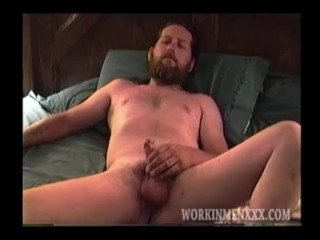 Rugged and Mature Kevin Likes Getting Head