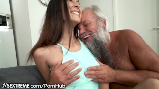 guy gets fucked by girlfriend