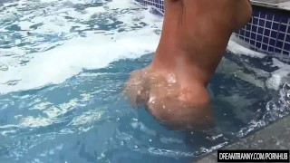 Shemale Adrielhy Bronze takes a dip and a piss