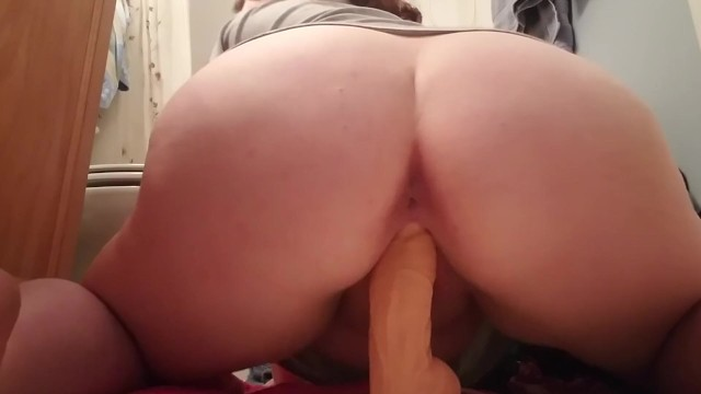 Juicey Squirting Pussy Fucks Dildo