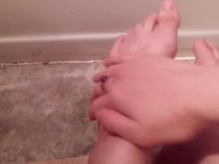 Washing my feet (: