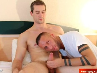 Guillaume's dick massage ! (straight guy seduced for gay porn)
