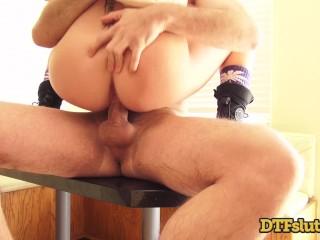 Porn Star Riley Reid Fucks Big Cock Squirting Backstage Before Her Scene