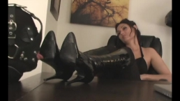 Obey Melanie - What a Foot Slave Wants
