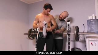 Filmy porno - Familydeck-Holder Tattooid Muskle Daddy Kutches Virgin Stepson On Ok Coke