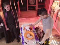 Brazzers - Penny Pax loves Halloween and deepthroating