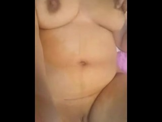 Hot Arabian MILF masturbating عربية هايجة