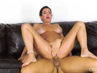 This Busty MILF Babe Loves Fucking LIVE so You Can Watch