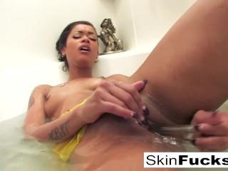 Skins naughty bath playtime