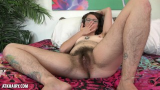 Valkyree Jaine gets off on toy and fingers her ass