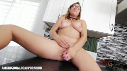 She cums on the kitchen counter!