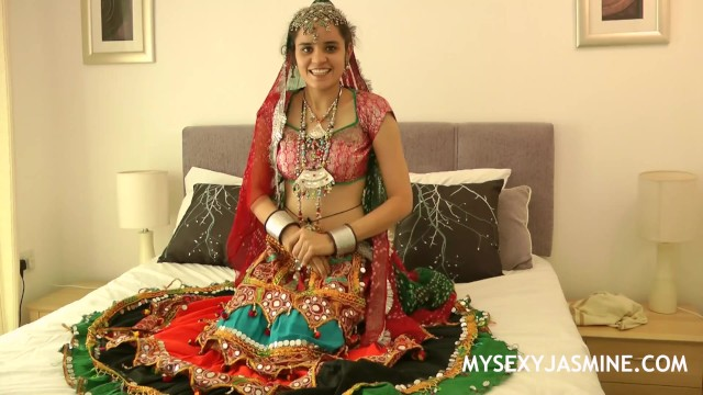 Teen girls geting on dress tube - Charming indian college girl jasmine in gujarati garba dress