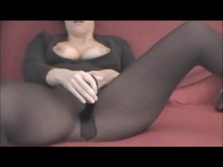 MILF peeing in her pantyhose