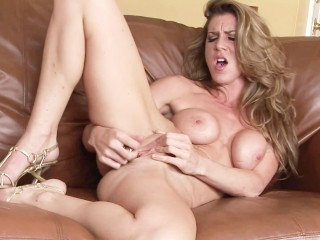 Nice Milf make a great masturbation and squirting on her sofa. Home Orgasm