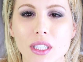 Fétichisme du visage. de près et personnel avec Katie Banks