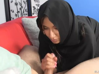 Muslim Babe Is So Horny She Forgets Her Rules