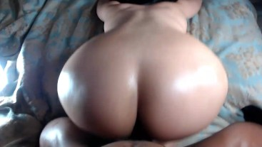 White girl bounces juicy round ass on big hard cock!