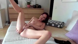 Teen masturbates to orgasm on webcam Chinese cam