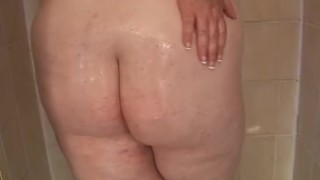 Redhead SSBBW Oils Up In the Shower