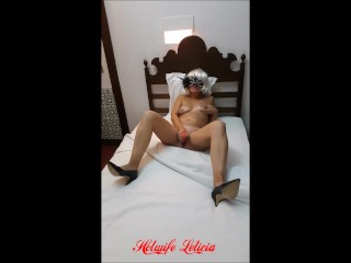 Hotwife Leticia tears pussy with her favorite dildo