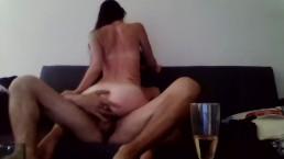 Fais moi jouir avant que je finisse mon champagne