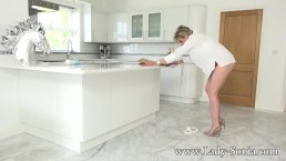 Hot Milf Lady Sonia Squirts all over while being watched