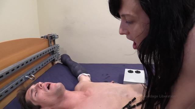 Ssx 3 elise bikini Elise graves mercilessly teases tony orlando in cast bondage - part 3/5