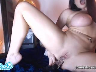 romi rain big tits big ass rubbing her wet vagina with huge dildo