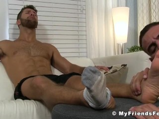 Muscular guy Ricky sniffs and licks Blaynes sexy feet