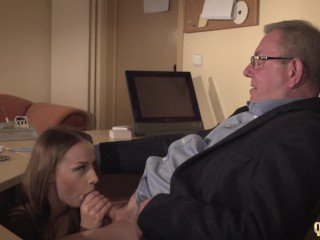 Secretary caught coworker sucking the old boss under his desk and joins in